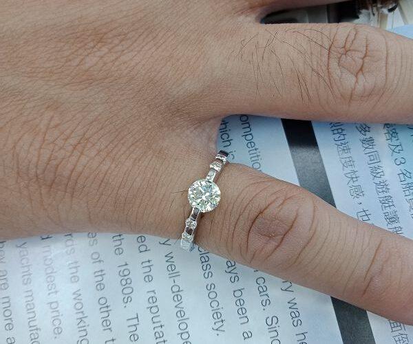 台中流當品拍賣 流當鑽石 豪華 58分 H色 K金 女鑽戒 喜歡價可議 KS011