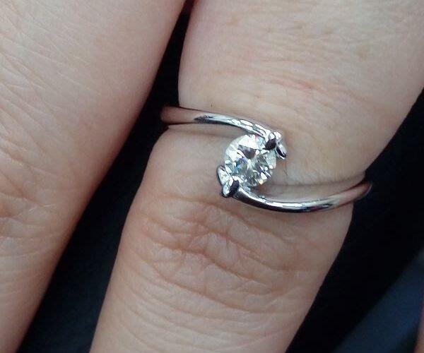 台中鑽石借款 我有2顆鑽石戒指,沒有保單盒子,也沒有GIA,這樣可以借錢嗎?[孫先生成功案例]